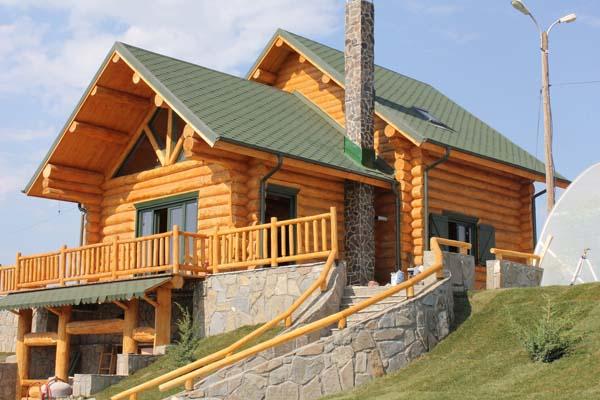 Case di tronchi case con struttura di legno for Case di tronchi con planimetrie seminterrato