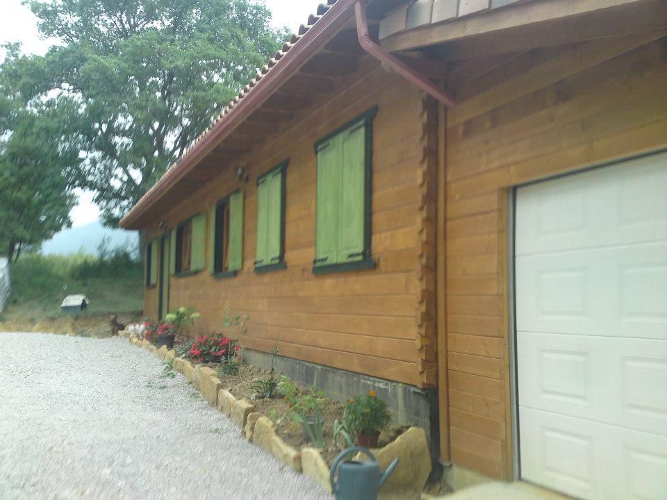 Maison bois massif sculptures tres bon prix for Prix maison en bois massif