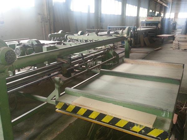 Fabrica completa vinde panouri din placaj de lemn