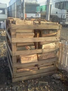 Vand lemne de foc pentru iarna