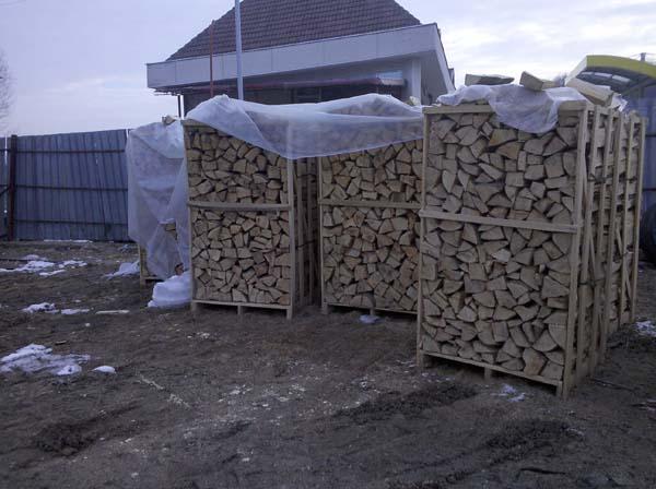 Vindem lemn de foc pe paleti