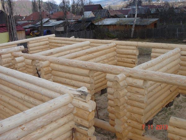 Case costruite case ville legno massiccio tronchi di for Case di tronchi economici da costruire