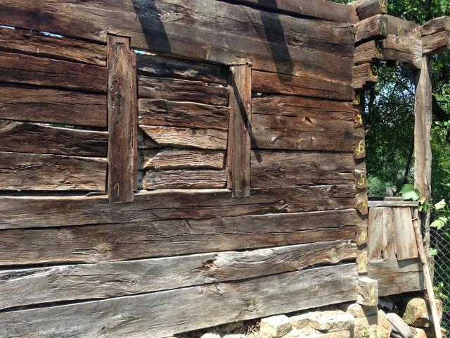 Legno antico travi tavole tagliato ad ascia - Tavole di legno antico ...