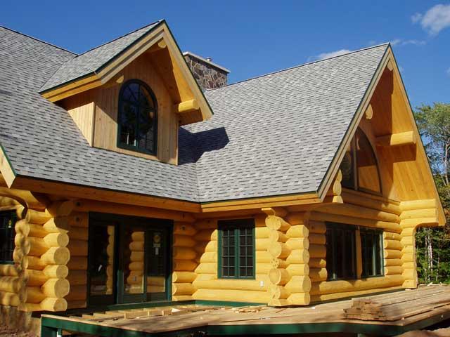 Case si constructii din lemn rotund de rasinoase