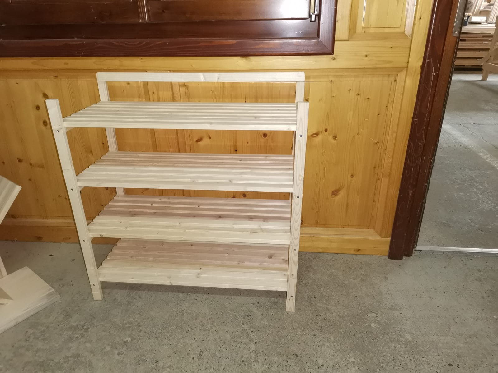Producatori mic mobilier